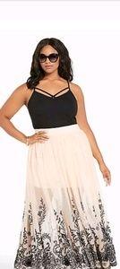 Torrid Size 4 Women's Maxi Skirt Blush and Black